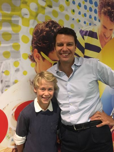 Diederik Y8 and dad - in front of a Lipton visual.